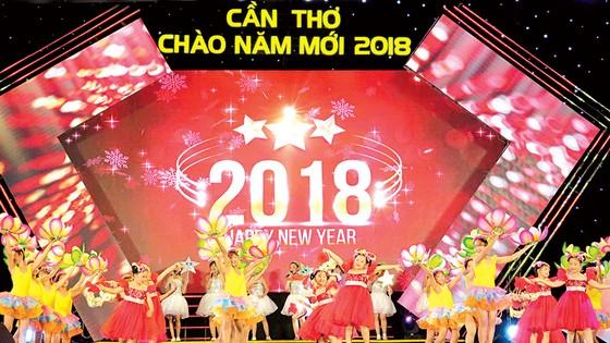 Tưng bừng lễ hội ánh sáng và âm nhạc đón chào năm mới 2018 ảnh 3
