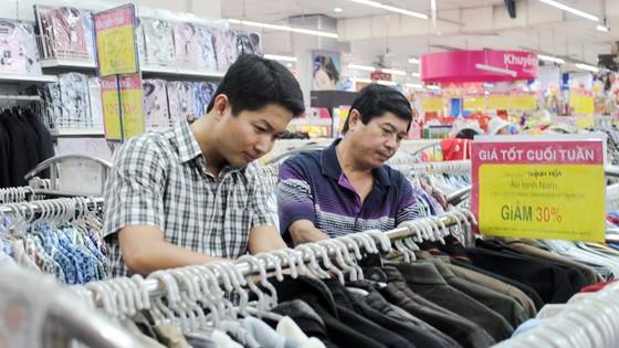 Hệ thống siêu thị Co.opmart bắt đầu giảm giá hàng hóa Tết ảnh 1