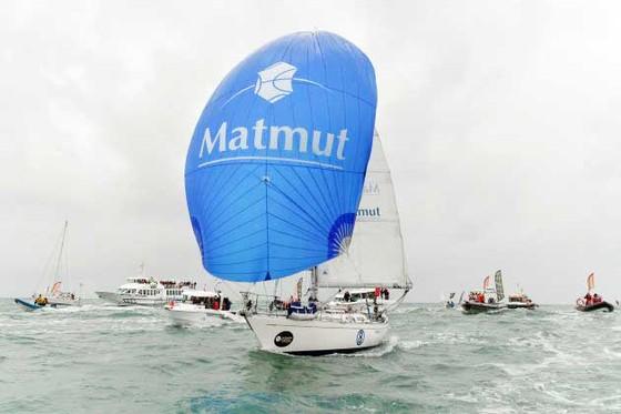 73 tuổi thắng cuộc đua thuyền buồm vòng quanh thế giới ảnh 1