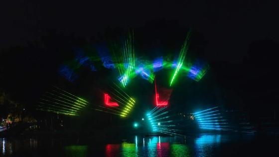 """""""Đầm Sen by night"""" và màn hình nước 3D khổng lồ ảnh 5"""