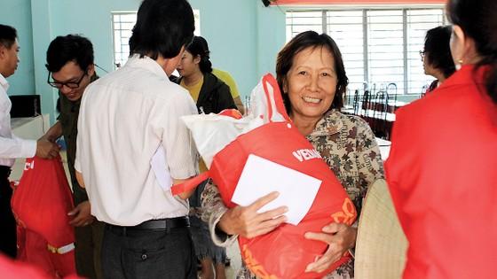 Vedan Việt Nam tặng 1.000 phần quà Tết cho người dân có hoàn cảnh khó khăn tại tỉnh Đồng Nai ảnh 1