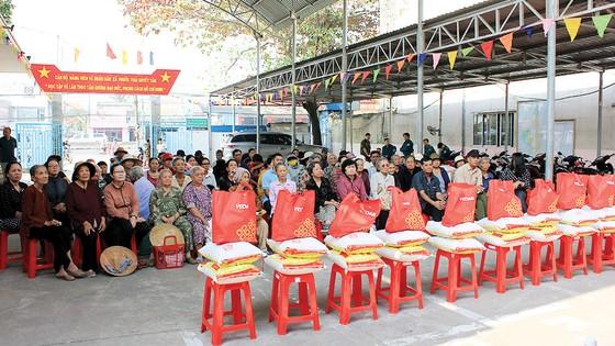 Vedan Việt Nam tặng 1.000 phần quà Tết cho người dân có hoàn cảnh khó khăn tại tỉnh Đồng Nai ảnh 2