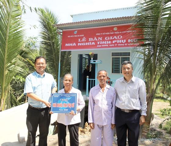HDTC tài trợ xây dựng 5 căn 'Nhà nghĩa tình phụ nữ' ở An Giang ảnh 1