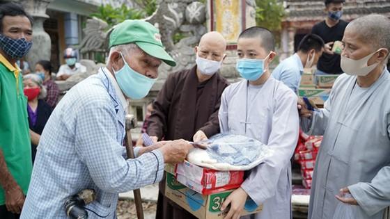 Nhiều hoạt động từ thiện nhân đạo trong Tuần lễ Phật đản tại Huế ảnh 1