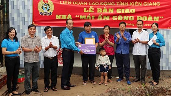 Kiên Giang: 'Mái ấm Công đoàn' tặng đoàn viên khó khăn ảnh 1