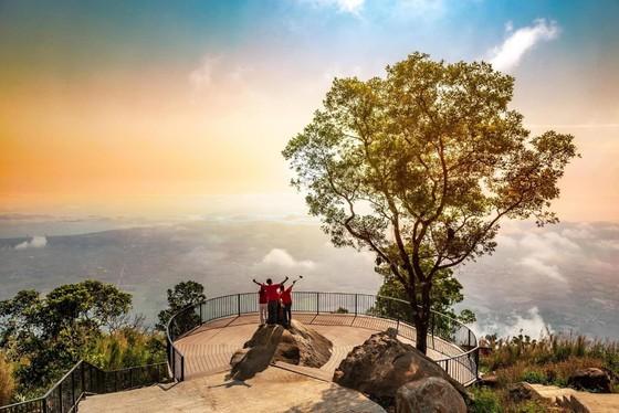 Đổi gió cuối tuần ở Tây Ninh, đừng quên check-in những địa điểm nổi tiếng này ảnh 1