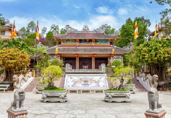 Cận tết, du khách bắt đầu 'săn tour' du xuân kết hợp lễ Phật cầu an ảnh 5