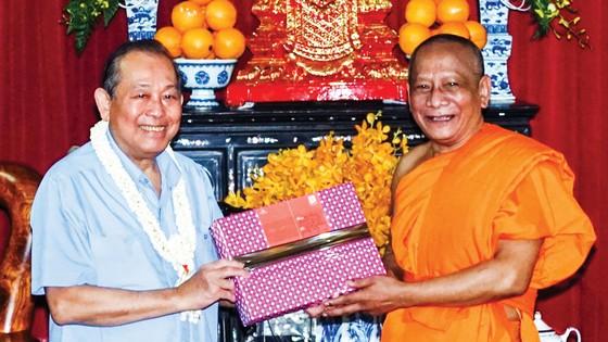 Lãnh đạo Đảng, Nhà nước thăm, tặng quà tết nhiều địa phương ảnh 1