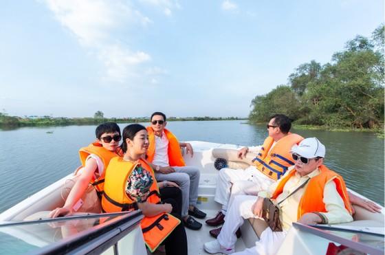 Du ngoạn sông Sài gòn, trải nghiệm biệt thự mẫu đảo Phượng Hoàng ảnh 1