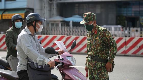 Ngày đầu tiên cán bộ, chiến sĩ xuất quân phòng, chống dịch trên địa bàn TPHCM ảnh 3