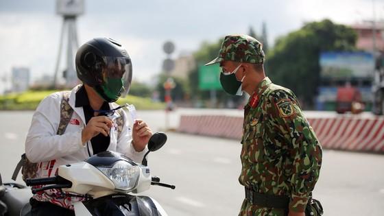Ngày đầu tiên cán bộ, chiến sĩ xuất quân phòng, chống dịch trên địa bàn TPHCM ảnh 5