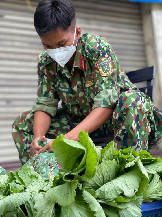 Ngày đầu tiên cán bộ, chiến sĩ xuất quân phòng, chống dịch trên địa bàn TPHCM ảnh 10