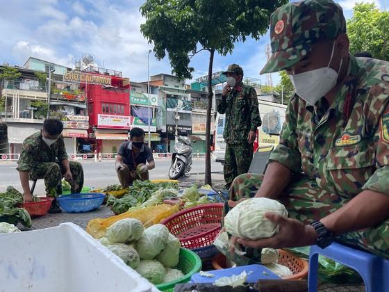 Ngày đầu tiên cán bộ, chiến sĩ xuất quân phòng, chống dịch trên địa bàn TPHCM ảnh 12