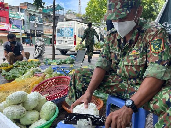 Ngày đầu tiên cán bộ, chiến sĩ xuất quân phòng, chống dịch trên địa bàn TPHCM ảnh 13
