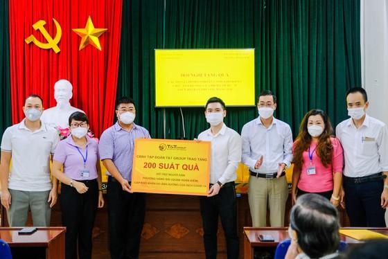 CBNV T&T Group trao tặng 3.000 suất quà cho người dân Hà Nội gặp khó khăn do Covid-19 ảnh 1