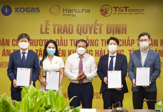 Quảng Trị trao quyết định chủ trương đầu tư dự án Trung tâm điện khí LNG Hải Lăng trị giá 2,3 tỷ USD ảnh 1