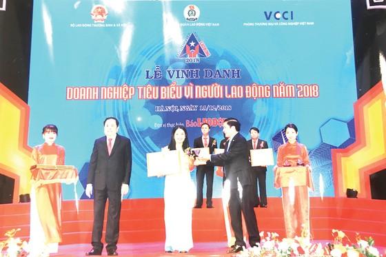 Công ty Yến sào Khánh Hòa và Công ty Cổ phần Nước giải khát Yến sào Khánh Hòa vinh dự nằm trong Tốp 60 Doanh nghiệp  tiêu biểu vì người lao động năm 2018 ảnh 1