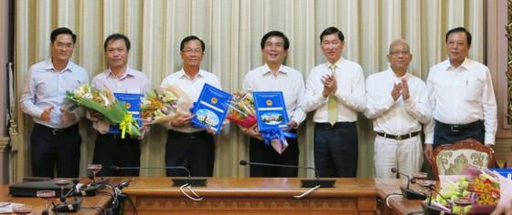 TPHCM trao đồng loạt quyết định nhân sự 4 Ban quản lý mới ảnh 3