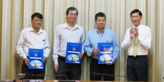 TPHCM trao đồng loạt quyết định nhân sự 4 Ban quản lý mới ảnh 4