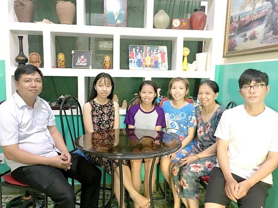 Gia đình lớn của trẻ mồ côi ảnh 1