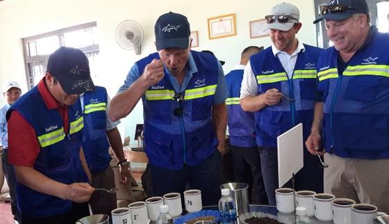 Golf thủ huyền thoại Greg Norman thăm vùng cà phê huyền thoại CADA ảnh 3