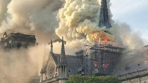 Cháy lớn tại Nhà thờ Đức Bà hơn 850 năm tuổi ở Paris ảnh 3