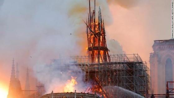 Cháy lớn tại Nhà thờ Đức Bà hơn 850 năm tuổi ở Paris ảnh 41