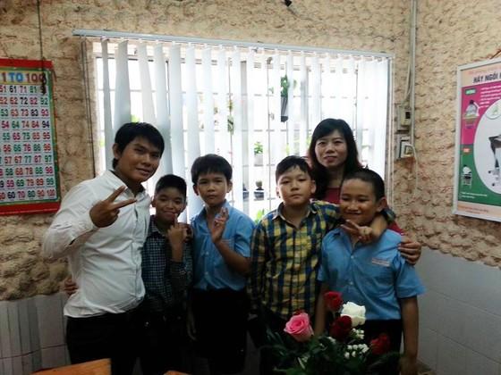 Uớc mơ dạy vẽ cho trẻ em khuyết tật của người thầy câm điếc bẩm sinh ảnh 2