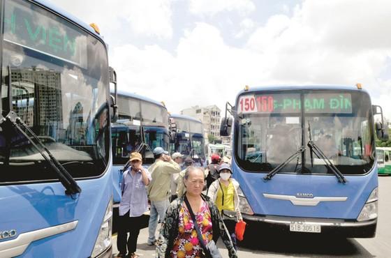 Bị dọa ngưng cấp khí CNG, xe buýt điêu đứng ảnh 1