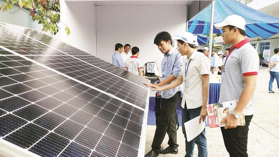 Tổng công ty Điện lực miền Nam (EVNSPC): Tăng cường phát triển năng lượng điện tái tạo ảnh 2