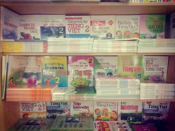 Loạn thị trường sách tham khảo ảnh 1