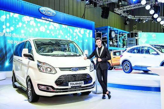 Ford Việt Nam thu hút khách tham quan bằng phổ sản phẩm phong phú từ dòng SUV đến xe thương mại  ảnh 1