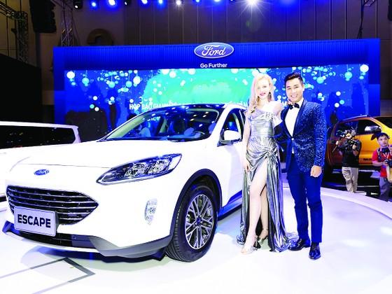 Ford Việt Nam thu hút khách tham quan bằng phổ sản phẩm phong phú từ dòng SUV đến xe thương mại  ảnh 2