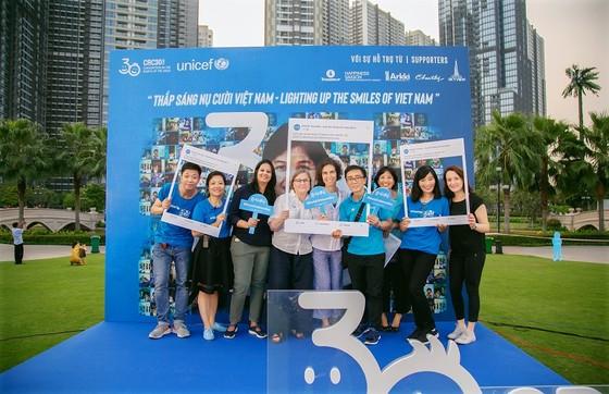 'Nụ cười Việt Nam' tỏa sáng trên tháp Landmark 81 truyền đi thông điệp hòa bình ảnh 7