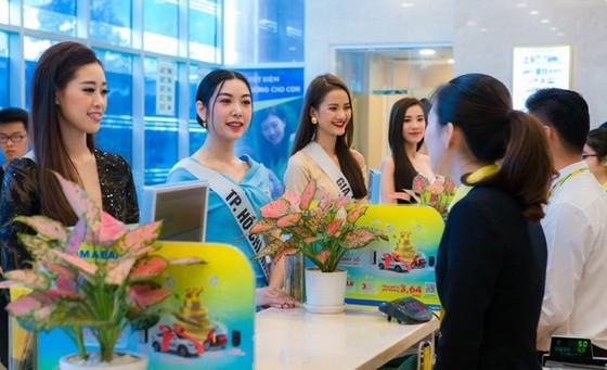 Nam A Bank trao thẻ JCB cho tân Hoa hậu Hoàn vũ Việt Nam 2019 ảnh 2