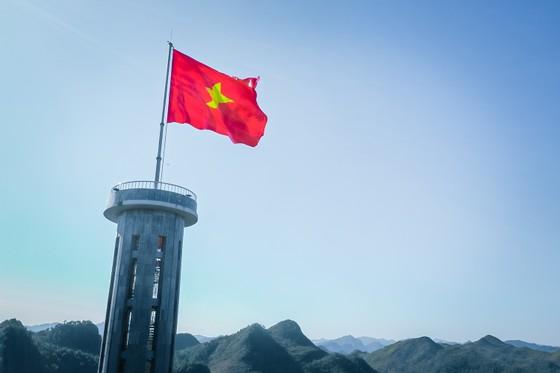 Tự hào lá cờ Việt Nam trên hành trình chinh phục miền biên ải ảnh 2