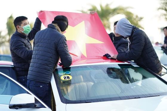 Tự hào lá cờ Việt Nam trên hành trình chinh phục miền biên ải ảnh 4