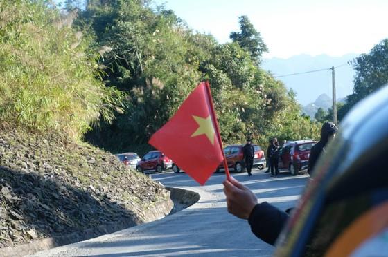 Tự hào lá cờ Việt Nam trên hành trình chinh phục miền biên ải ảnh 6