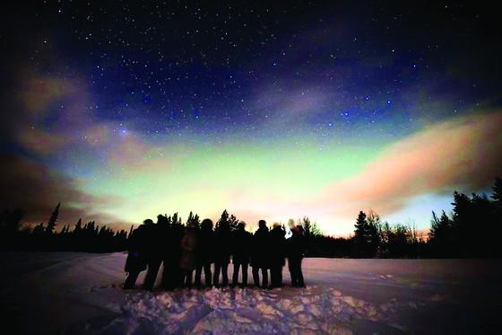 Mỗi tuần một điểm đến: Tour độc lạ - khám phá Bắc Cực Quang với Viettours  ảnh 1
