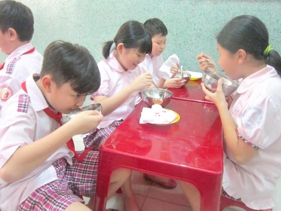 Nâng cao chất lượng bữa ăn bán trú: Chủ động các nguồn lực xã hội hóa ảnh 1