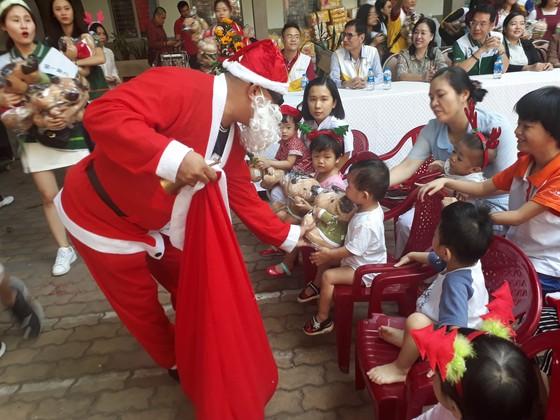 Giáng sinh ấm áp với các cháu mồ côi ảnh 1