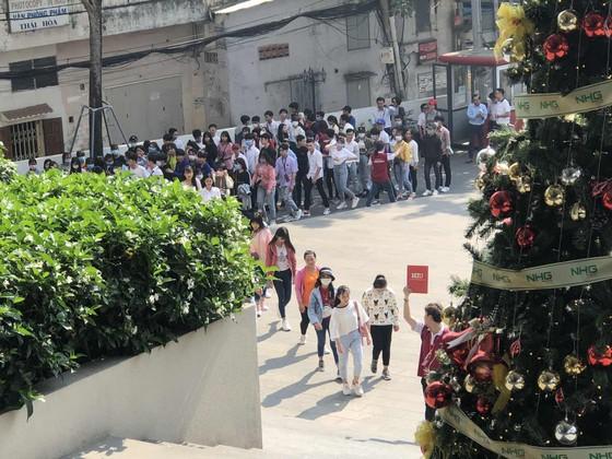 Hơn 2.000 học sinh THPT Đồng Tháp trải nghiệm một ngày là sinh viên ĐH Hồng Bàng ảnh 1