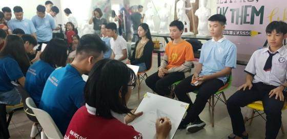 Hơn 2.000 học sinh THPT Đồng Tháp trải nghiệm một ngày là sinh viên ĐH Hồng Bàng ảnh 3