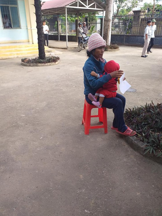 Khám bệnh và tặng quà tết cho người nghèo tại huyện Lắk, Đắk Lắk ảnh 4
