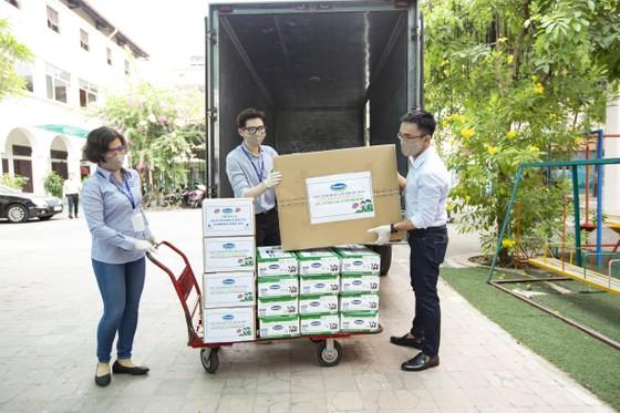 Vinamilk hỗ trợ 6.000 trẻ em khó khăn phòng ngừa dịch bệnh Covid-19 ảnh 1