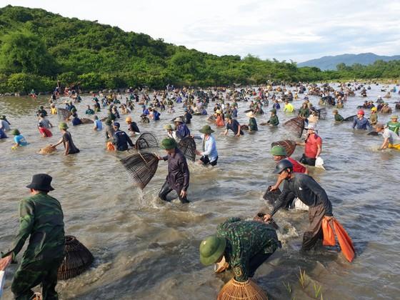 Độc đáo lễ hội đánh cá Đồng Hoa ảnh 1