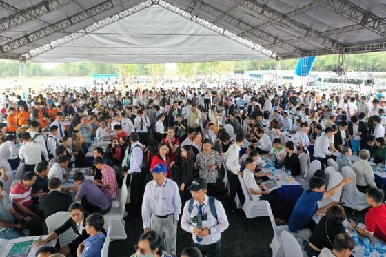BĐS Long Thành bùng nổ với hơn 1.500 khách đến tham quan dự án Gem Sky World ảnh 1