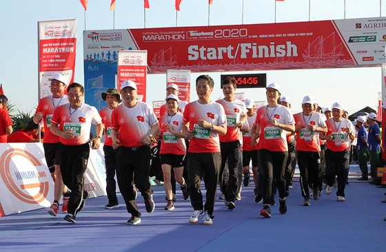 Các vận động viên tham gia giải Vô địch Quốc gia Marathon và cự ly dài báo Tiền phong (Tiền phong Marathon) 2020