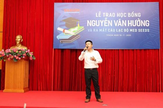 Trao 56 suất học bổng Nguyễn Văn Hưởng cho sinh viên ngành y ảnh 3