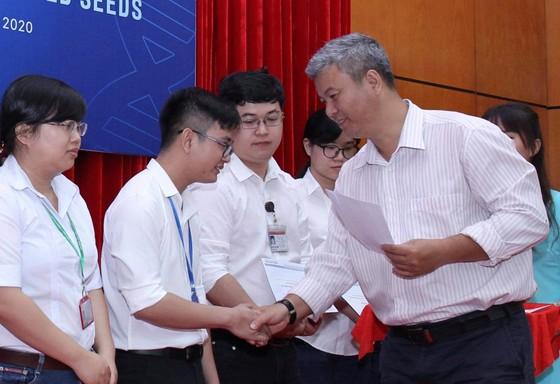 Trao 56 suất học bổng Nguyễn Văn Hưởng cho sinh viên ngành y ảnh 4